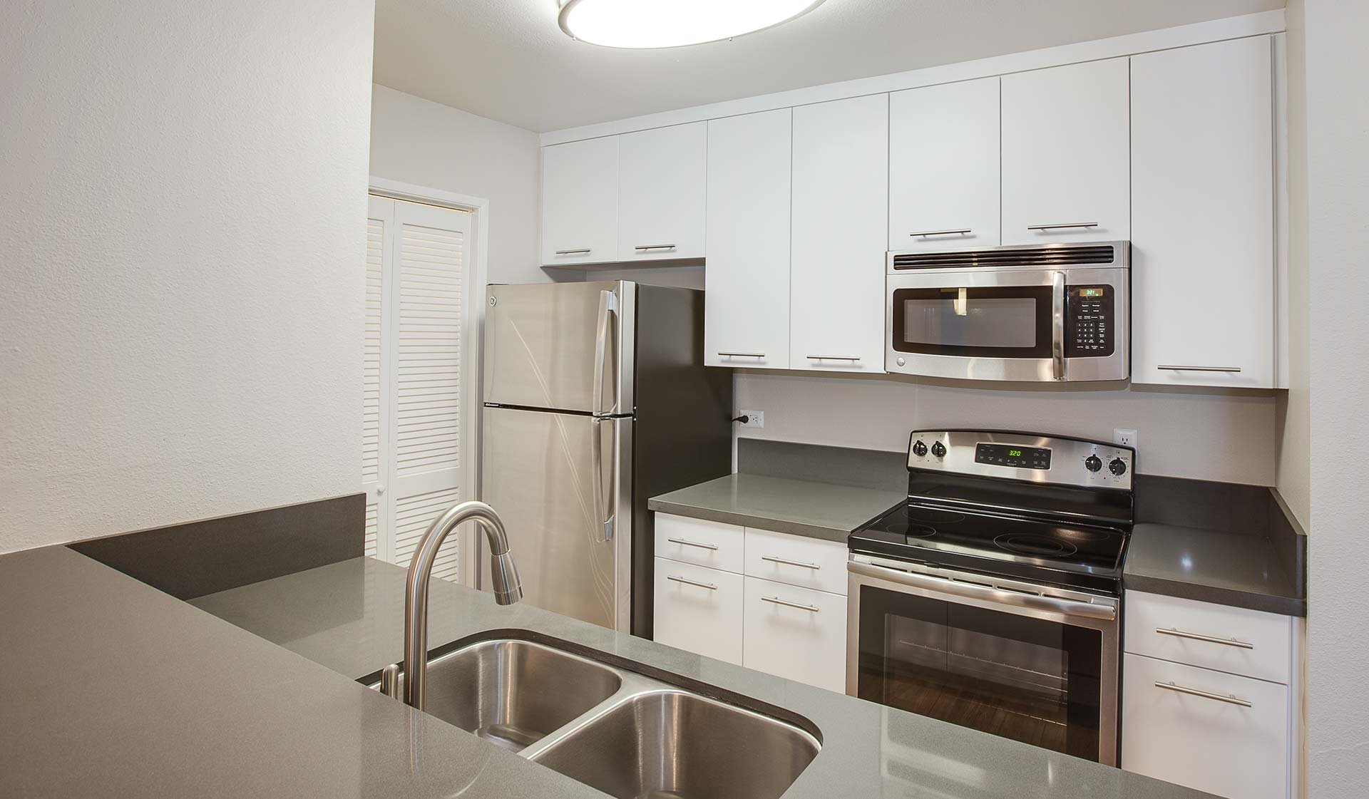 Villas of Pasadena Apartment Homes | Kitchen Interior